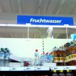 Photo einer Hinweistafel in einem Lebensmittel-Discounter-Geschäft (REAL in Frankenthal/Pfalz).
